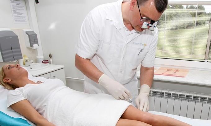 Поврежденные вены «склеиваются», для этого в них вводится инъекция специального препарата