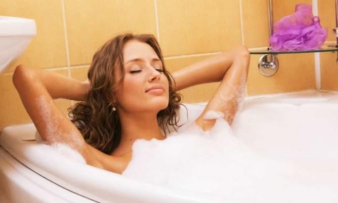 Абсолютно противопоказаны женщинам, болеющим циститом, в период беременности горячие ванны