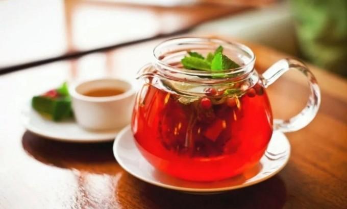 Готовьте и пейте витаминные чаи из вишни, малины и других растений. Такие напитки имеют приятный вкус и способствуют укреплению иммунитета