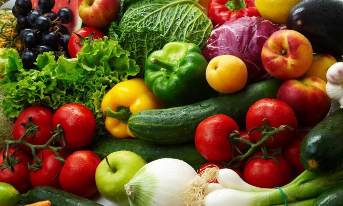 При варикозе в рацион должны входить овощи и фрукты