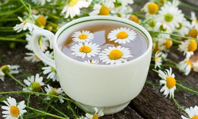 При цистите хорошо помогает отвар цветков ромашки