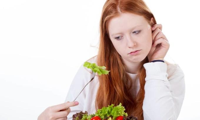 Признак снижения активности поджелудочной железы - ухудшение аппетита.