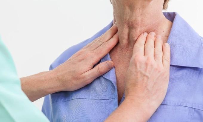 Очень полезна йодированная соль при нарушениях в работе щитовидной железы