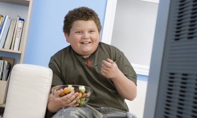 Среди многих причин развития патологии для детей наиболее актуальным является наличие лишнего веса