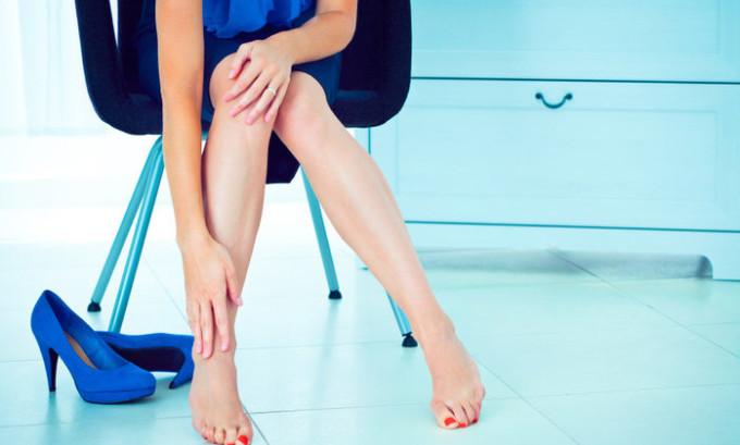 Чаще всего при хронической форме болезни появляются неприятные ощущения после ношения неудобной обуви