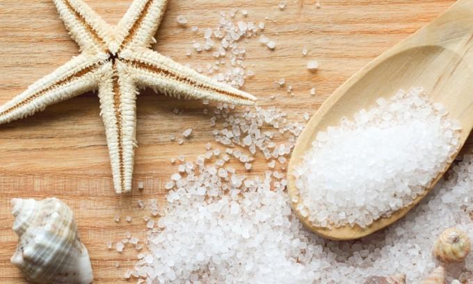 Ванны с морской солью помогут продезинфицировать высыпания