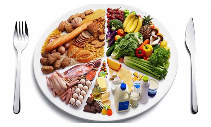 Рацион питания должен быть направлен на укрепление сосудистых тканей и нормализацию обменных процессов, исключать тромбообразование, застойные явления