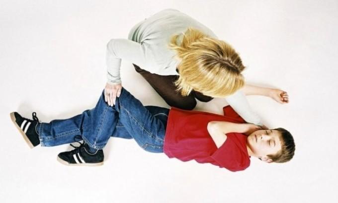 Ребенок может страдать от приступов эпилепсии