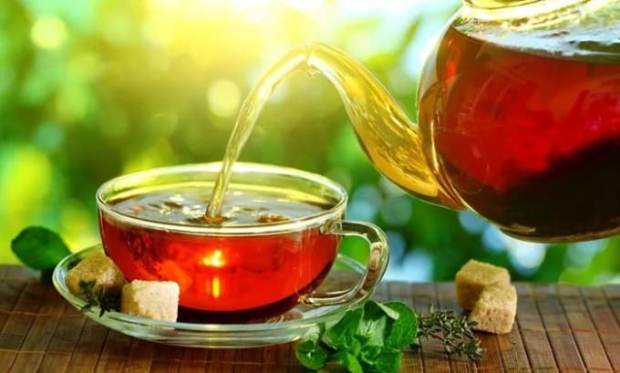 Можно давать ребенку трявяной чай. Полезен шиповник, калина и зверобой
