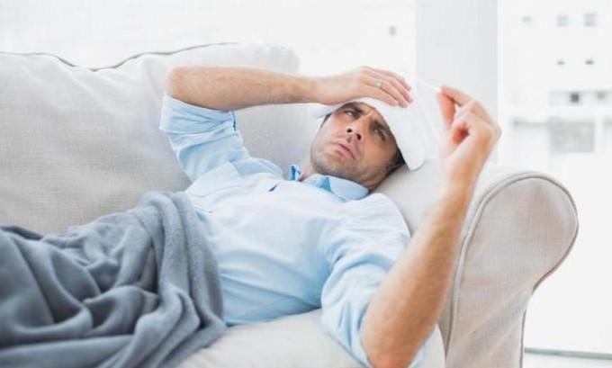 Иногда при развитии узлов на щитовидной железе больной испытывает лихорадку