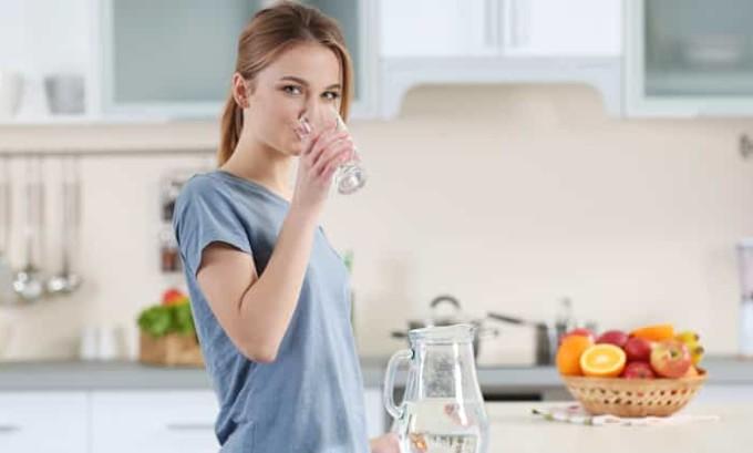 Во время лечения цистита количество жидкости должно составлять не меньше 1,5 л в день