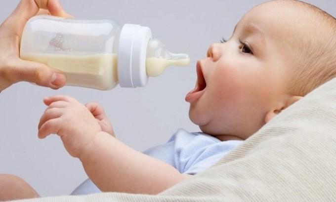 Перевести ребенка на искусственное кормление следует в том случае, если герпес у женщины появился на половых губах