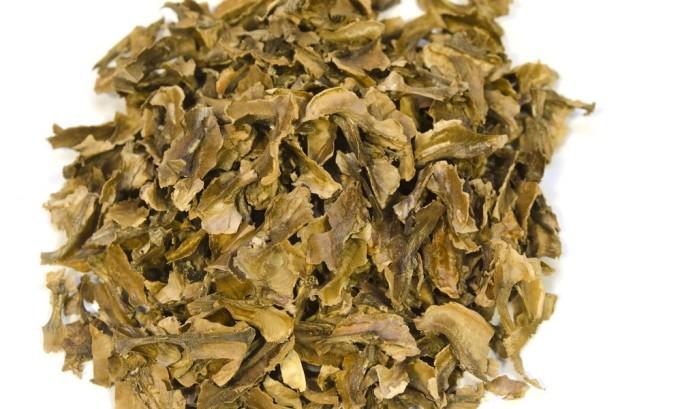 Перегородки молодого грецкого ореха служат богатым источником необходимых витаминов
