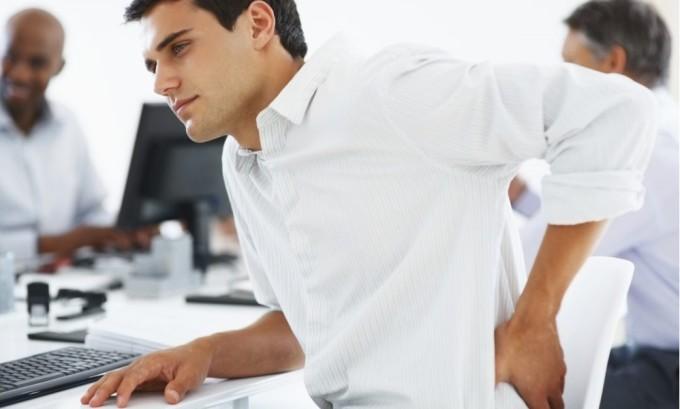 Еще одной причиной варикоза может быть нахождение человека в статической позе долгое время, это происходит в основном, когда мужчина либо много стоит, либо много сидит
