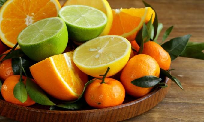 Следует ограничить в рационе питания продукты с витамином C, они способствуют свертываемости крови