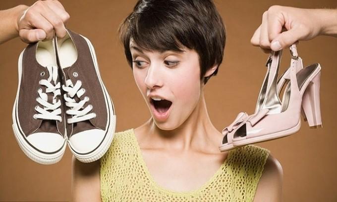 Очень часто некачественная обувь способствует формированию патологии, размножению грибков, уплощению стопы