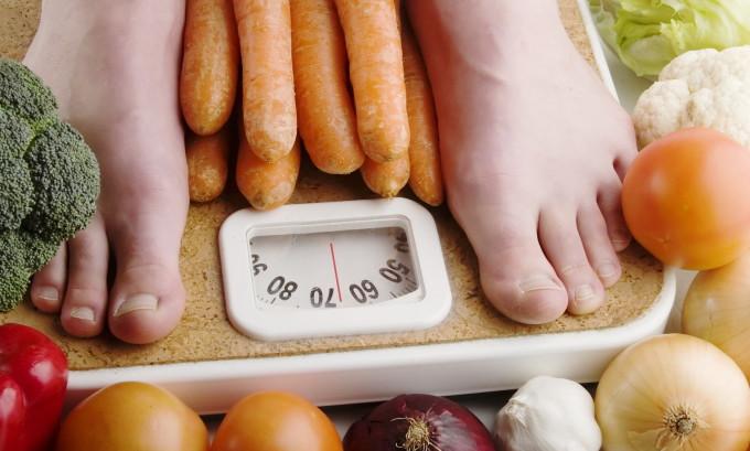 Необходимо знать, что повышение массы тела при гормональной недостаточности щитовидной железы не происходит слишком резко и сильно