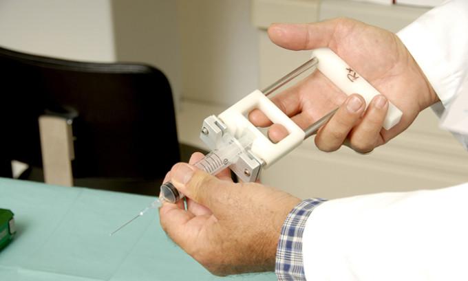 Наиболее эффективным методом, которым обследуется киста щитовидной железы у ребенка или у взрослого, является биопсия ее компонентов