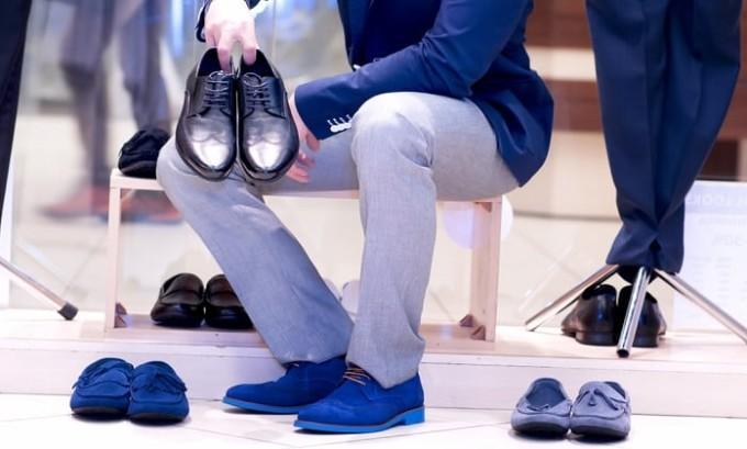 Качественная обувь из натуральных тканей поможет избежать развития грибка стоп и ногтей