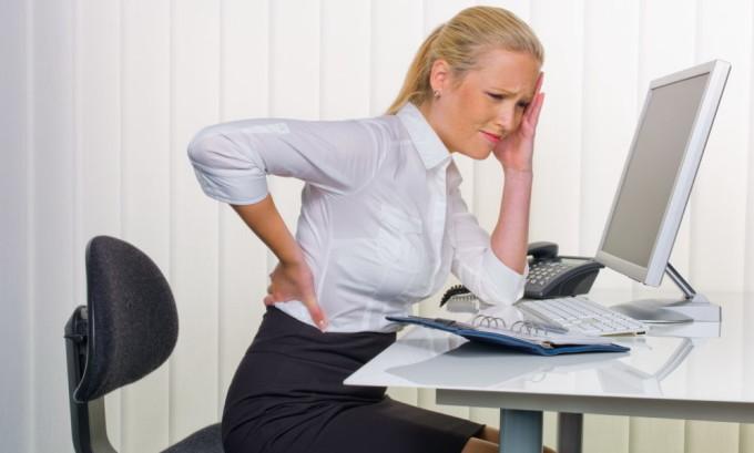 Для профилактики варикоза те люди, которые по разным причинам ведут сидячий образ жизни, должны как минимум один раз в два часа делать небольшую десятиминутную разминку