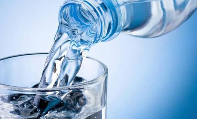 Каждый день нужно выпивать достаточное количество жидкости
