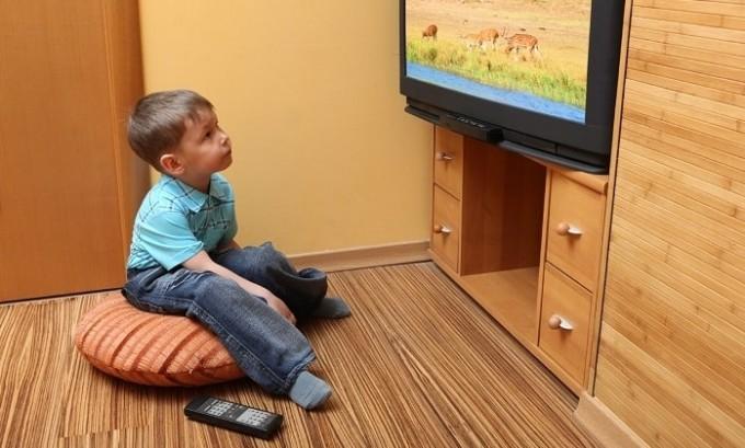 Болезнь чаще всего поражает детей, которые ведут малоподвижный образ жизни