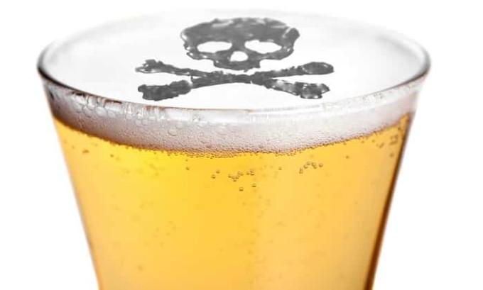 Суррогатный алкогольный напиток принято относит и поддельный алкоголь (вино, коньяк, водка и прочее), который производится на основе плохого сырья или с нарушением технологии