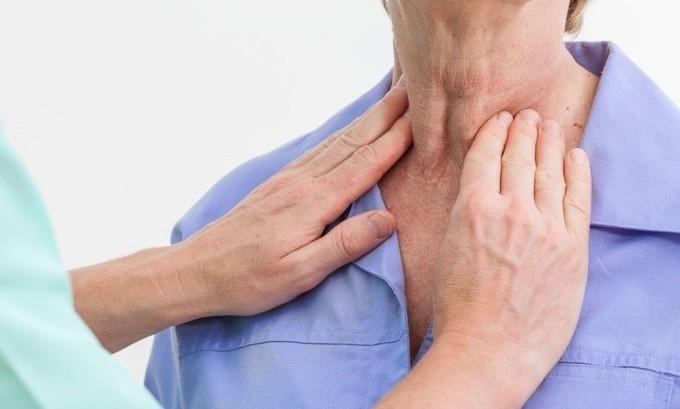 При раке щитовидной железы увеличивается ее размер