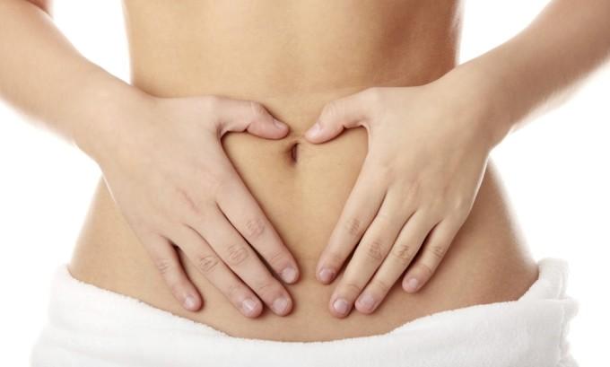 В течении нескольких дней до начала менструаций могут проявляться предварительные симптомы герпеса: зуд, дискомфорт, чувство жжения в области слизистых