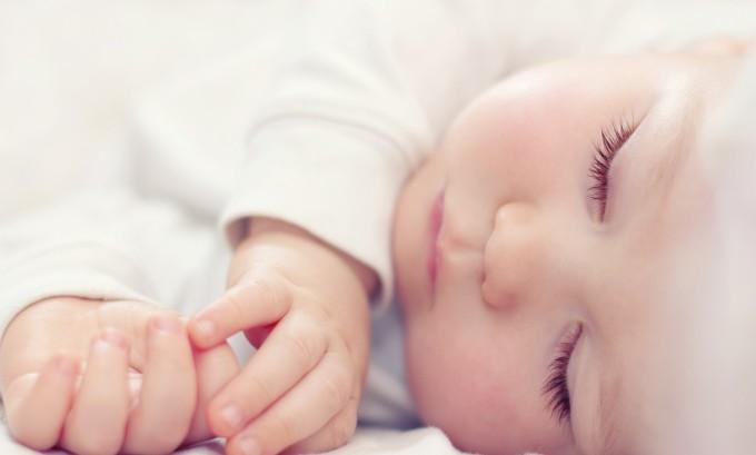 Постоянная сонливость может сигнализировать о наличии вируса герпеса в организме малыша