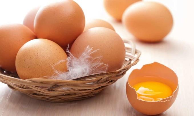 Яйца содержат много белка,которые необходимо употреблять при заболеваниях гипотериоза