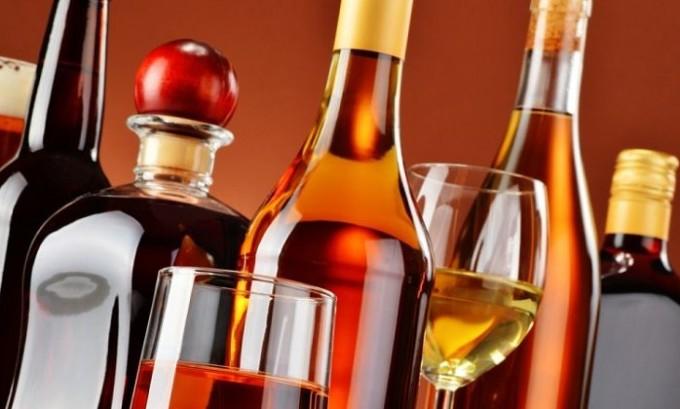Варикоз может поразить тех людей, которые часто употребляют алкогольные напитки