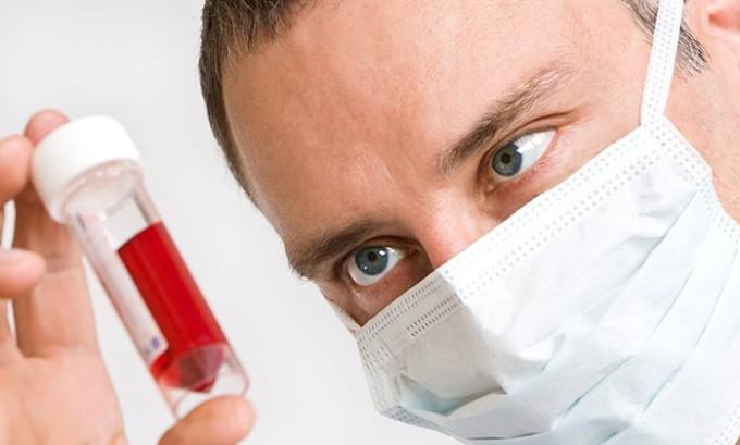 Выполняется анализ крови на содержание гормонов щитовидной железы