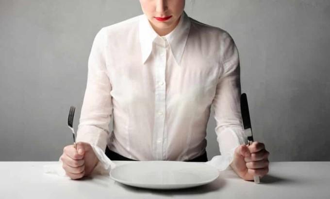 В период острой стадии панкреатита прием пищи прекращается