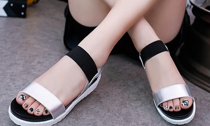 Консервативная терапия при плоскостопии подразумевает отказ от ношения обуви на высоком каблуке