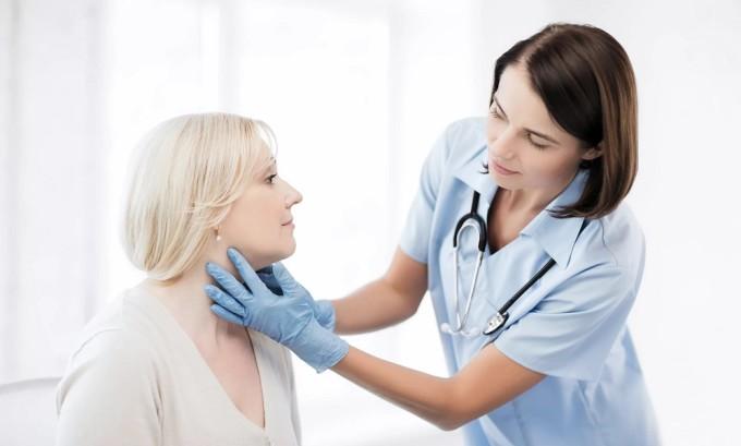 При подозрении на заболевание щитовидной железы обязательно проводится диагностика