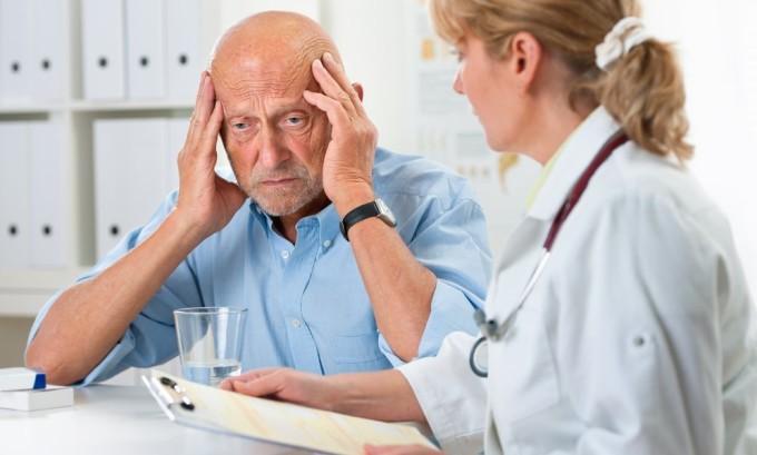 Мигрень имеет достаточно четкие диагностические критерии: головная боль приступообразная, жгучая, невыносимая, пульсирующего характера, чаще односторонняя