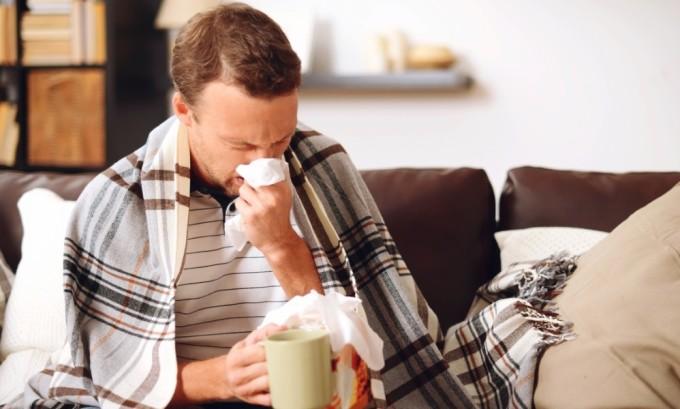 Из-за проблем с щитовидной железой происходит снижение иммунитета, в результате чего человек начинает часто болеть простудными заболеваниями