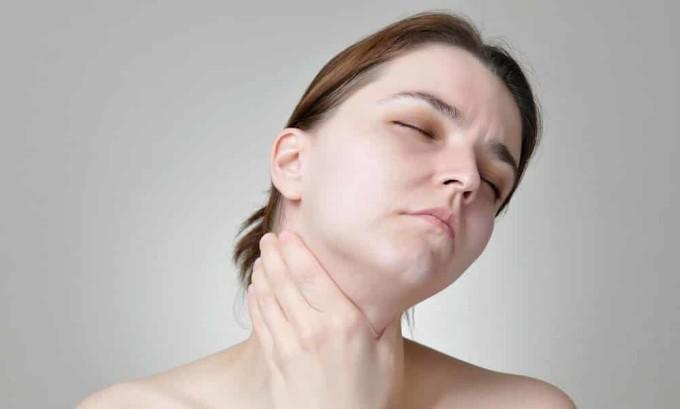 Возникновение болей в горле может сигнализировать о развитии рака щитовидной железы