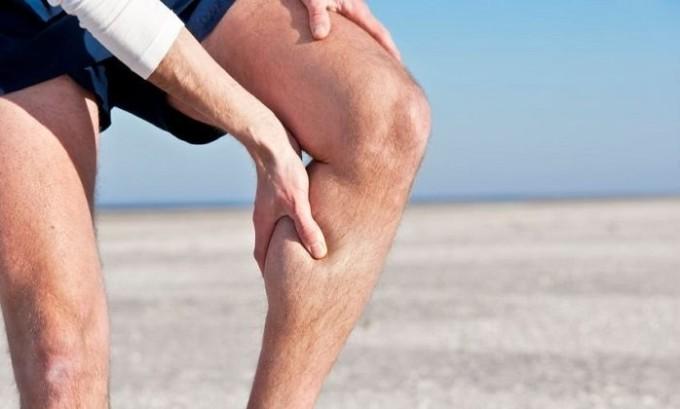 Процесс развития острого тромбофлебита сопровождается сильной болью в ногах