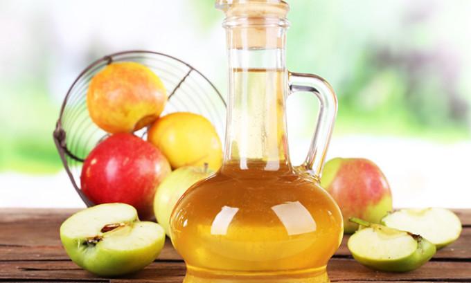 Хорошие результаты в лечении этой болезни показывает яблочный уксус с чесноком