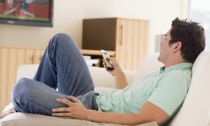 Малоподвижный образ жизни, преимущественно в сидячем положении, является одной из причин варикоцеле