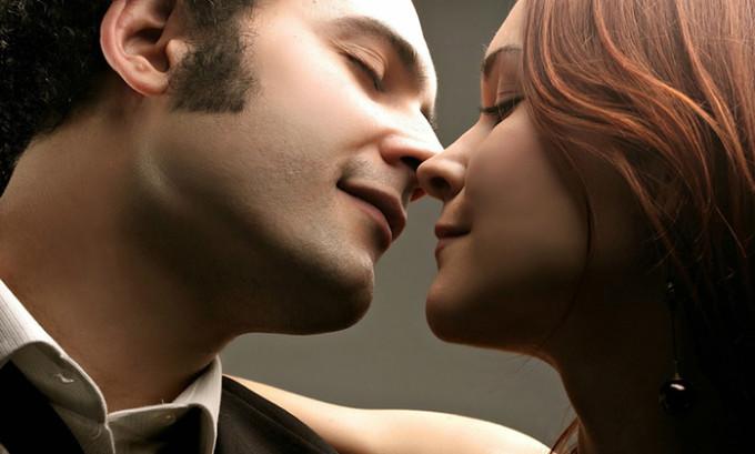 Один самых быстрых вариантов передачи герпеса – поцелуй