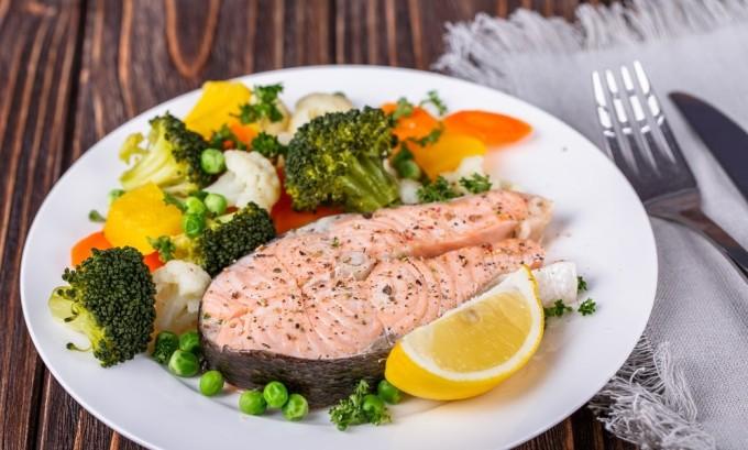 При выраженном воспалении тканей поджелудочной железы основным источником белка становятся нежирная рыба