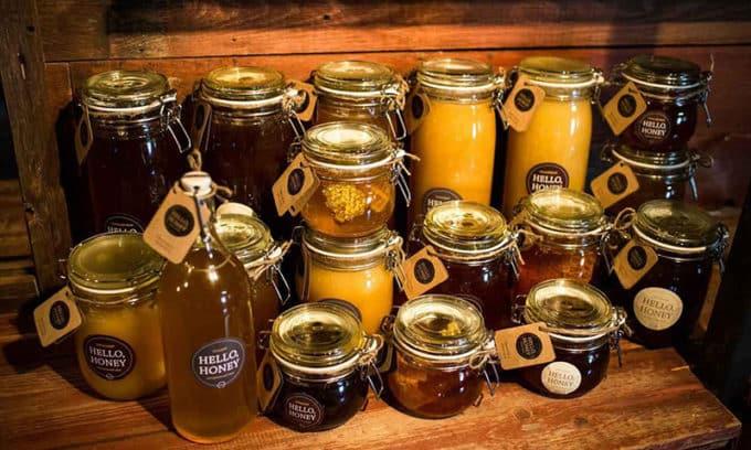 Натуральный качественный мёд лучше всего приобретать в магазинах, где есть гарантия, что мёд не разбавлен водой или сахарным сиропом