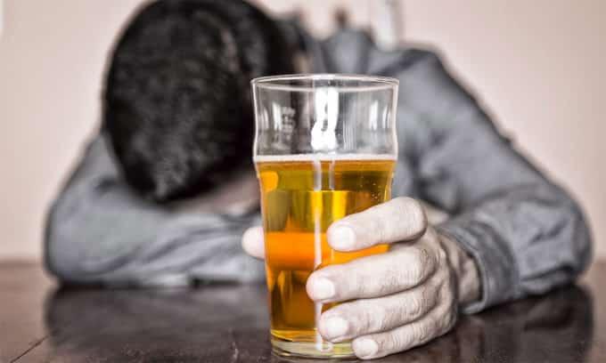 Чрезмерное употребление алкоголя является одним из самых распространенных случаев возникновения панкреатита