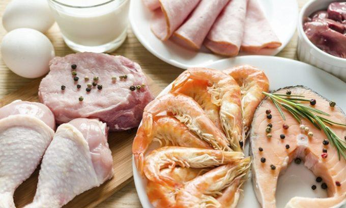 Необходимо соблюдать диету. Следует употреблять продукты богатые белком
