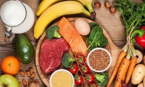 Диета должна состоять из легкоусвояемой пищи, богатой витаминами В и С, различными макро- и микроэлементами
