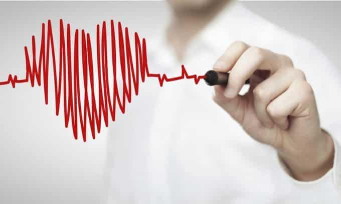 При аденоме щитовидной железы у больного наблюдается учащенное сердцебиение