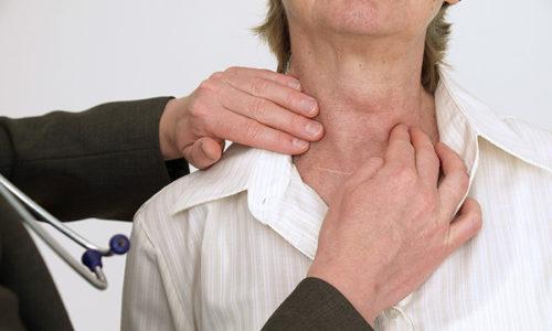 Вид болезни Хашимото без наличия болевого синдрома часто проявляется в незначительных нарушениях работы щитовидной железы